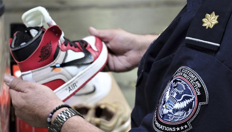 Sneakerși fake atât de comuni încât tu sau prietenii tăi este probabil să aveți o pereche