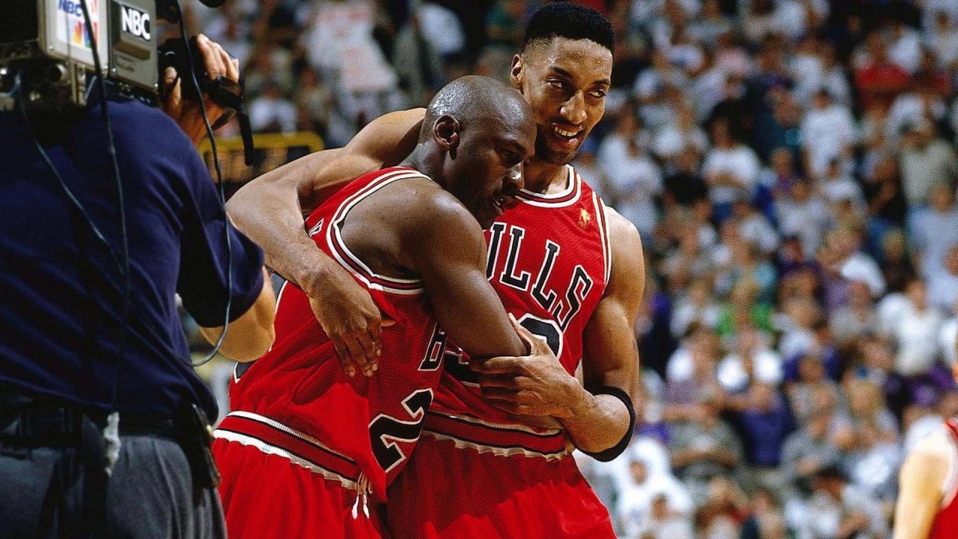 Meciul de baschet care a generat cea mai scumpa pereche de sneakers: Michael Jordan's Flu Game
