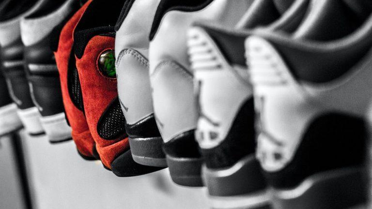 Cum să alegi o pereche de sneakerși? (Ghidul final 2020)