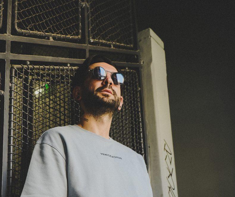 Stilul lui Mahony: un DJ pasionat de streetwear